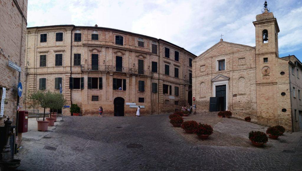 Piazza Sabato del villaggio